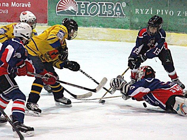 Mladí Draci (žluté dresy) v utkání proti výběru 3B Lions