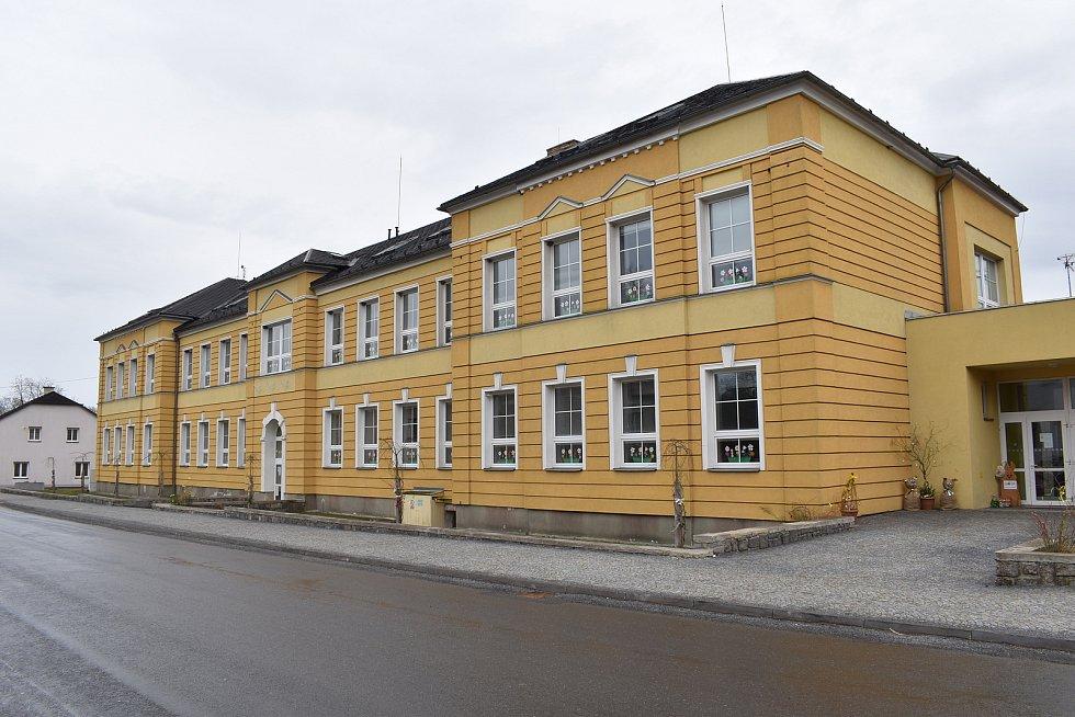 Mikulovice - základní škola