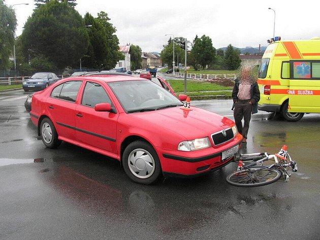 Při nehodě v Šumperku se lehce zranila cyklistka