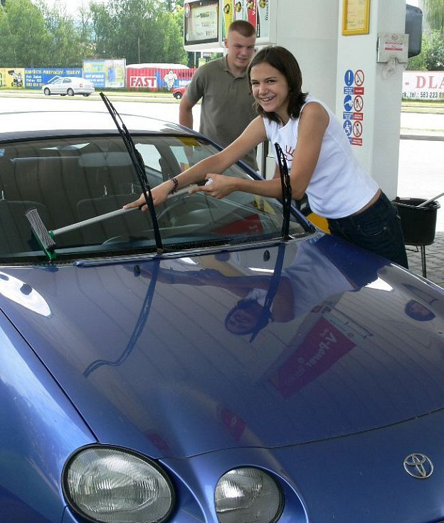 Skauti umývali auta pro Kapku naděje