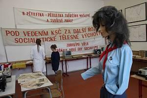 Gymnázium v Šumperku slaví sto let. Den otevřených dveří v pátek 20. září. Retro koutek.