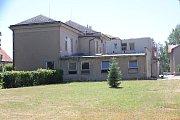 Budova staré chirurgie chátrá víc než 20 let. Nemocnice se teď pustila do její rekonstrukce.