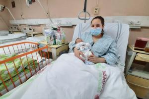 Na své první novoroční miminko si nemocnice musela počkat až do druhého dne, kdy na svět přišel krásný chlapeček Sebastian Doležel.