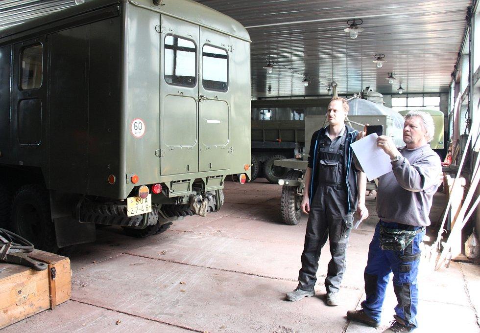 Šumperská radnice nabízí k prodeji ze skladu civilní ochrany nákladní vozy Praga nebo mobilní elektrocentrály.