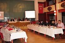 Jednání mohelnického zastupitelstva na archivním snímku.