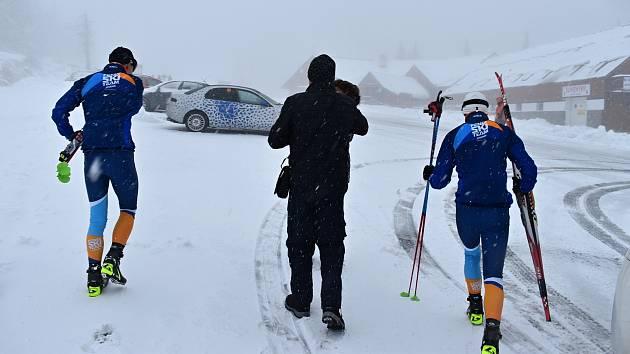 Zasněžené okolí Pradědu a první lyžaři v akci - 13. října 2020