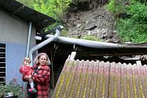 Marta Senftová z Úsova je majitelkou domu, nad kterým se utrhl kus skály a zbořil kůlnu i altán na dvorku