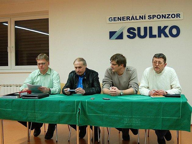 SK Sulko Zábřeh (zleva): trenér Jiří Balcárek, místopředseda Vojtěch Piňos, předseda Zdeněk Kunrt, místopředseda Josef Půček