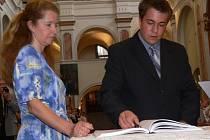 Předávání maturitních vysvědčení v klášterním kostele