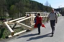 Dřevěná lávka přes Moravskou Sázavu před Lupěným