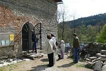 Další fáze opravy kaple v Pekařově, místní části Jindřichova, se opět rozběhla na plné obrátky.