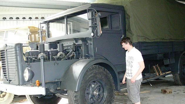 Jednou z rarit na letošním sraz vojenských historických vozidel ve Zvoli bude tento těžký přepravník na tanky. Němci jich vyrobili jen osmdesát kusů a zachoval se jeden jediný