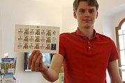 Poštovní známka s přítiskem k výročí 750 let města Jeseníku.