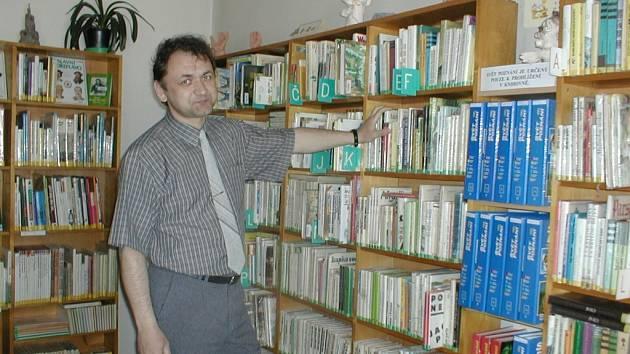 """""""Myslím, že knihovna nespadne. Je otázkou, zda vydrží střecha a elektroinstalace,"""" netají své obavy ředitel knihovny Miloš Richter."""