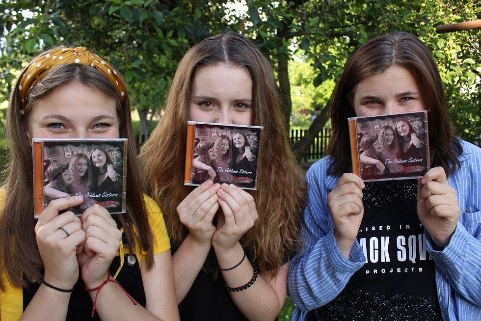 Kapela The Addams Sisters - vydání prvního CD snázvem Dvojí krev