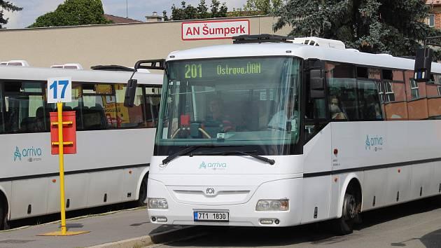 Autobusy do Ostravy budou ze Šumperku jezdit dál, od září však pod jiným dopravcem.