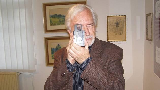 Vnuk významného českého malíře, grafika a ilustrátora, rodáka z Bludova na Šumpersku Adolfa Kašpara Pavel Horník.