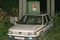 Auto jednoho z pachatelů na místě činu: u transformátoru