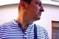 Muž zachycený u bankomatu v Kozinově ulici v Šumperku 12. 9. 2019.