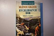 Publikace Miroslava Kobzy Mlžnou krásou Rychlebských hor.