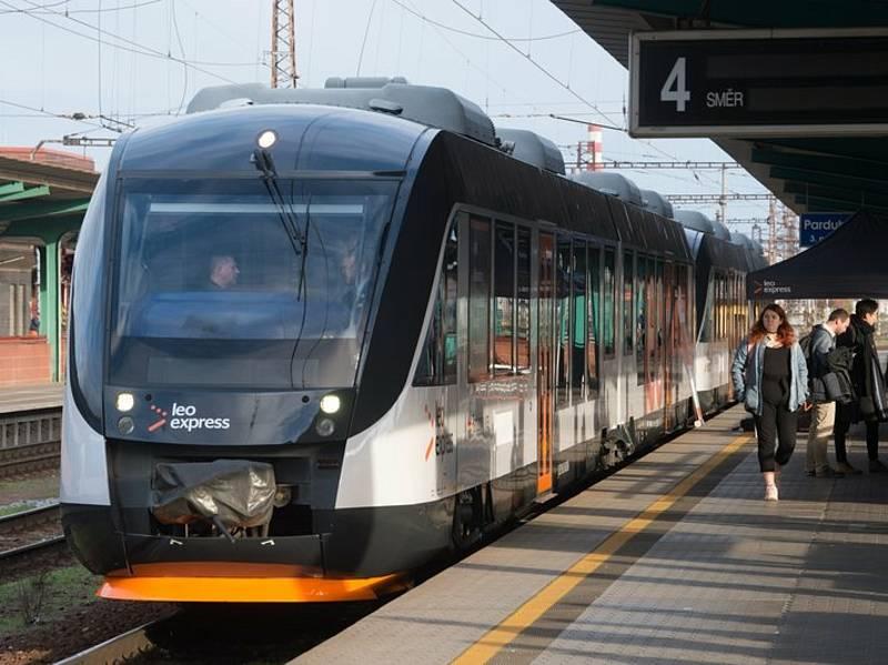 Vlak LeoExpressu na Králicko