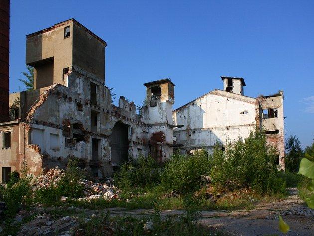Areál bývalé šamotárny ve Velké Kraši, stav v červenci 2012.