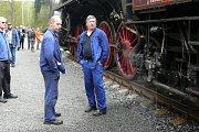 Parní vlak na zahájení 170. lázeňské sezony tažený lokomotivou Šlechtična vezl panstvo v čele s Vincenzem Priessnitzem.
