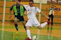 Futsalisté Delty Real (bílé dresy) v utkání s Chotěboří