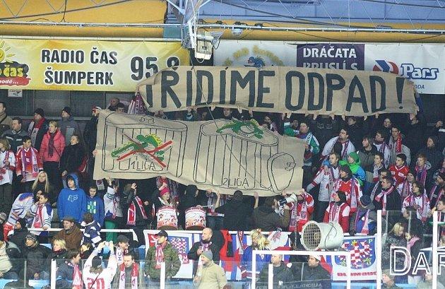 Olomoučtí fans během zápasu v Šumperku.