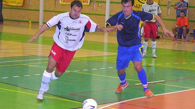 Šumperští futsalisté budou spoléhat opět na mušku kanonýra Petra Navrátila (vlevo).