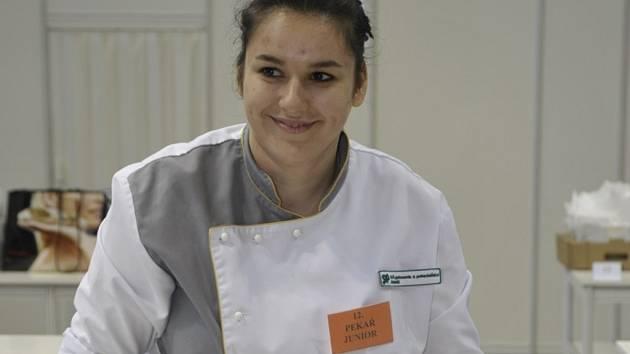Nejzručnější pletařkou housek v Česku je Andrea Kubalová ze Střední odborné školy gastronomie a potravinářství Jeseník.