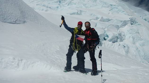 Mladý postřelmovský horolezec Jakub Mikula spolu se svým otcem Zdeňkem zdolali druhý nejvyšší vrchol And – Huascarán (6768 m. n. m.). Letos byli jedinými Čechy, kteří se dostali na vrchol.