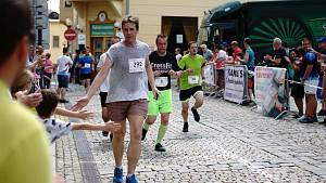 Městem se prohnaly stovky běžců