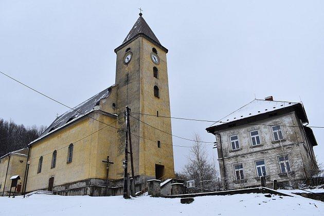 Vápenná - kostel a fara
