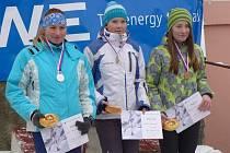 c)Vyhlášení vítězů na MČR klasiká trať D17 – zleva Hana Horvátová (stříbro), Petra Hančová (zlato), Kateřina Argalášová (bronz).