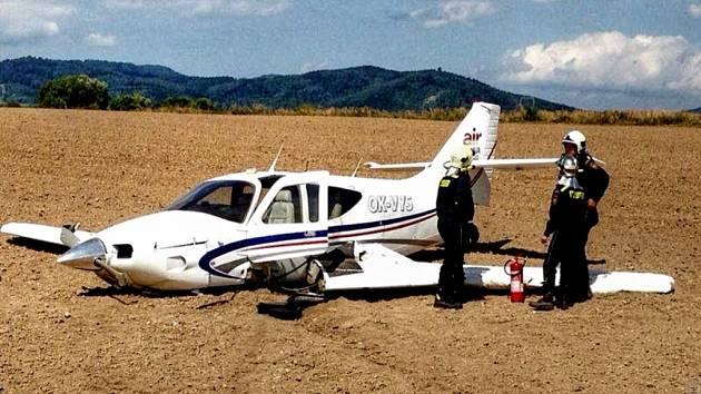 Letadlo chvíli po nehodě.