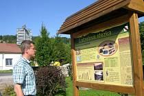 Upozornit na přírodní zajímavosti a připomenout historické zajímavosti okolí Vápenné na Jesenicku je smyslem Latzelovy stezky krasem Rychlebských hor