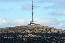 Pohled na horu Praděd s televizním vysílačem