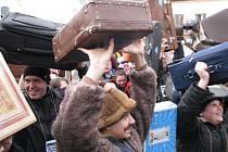 Český rekord v počtu lidí s kufrem na jednom místě padl v neděli 17. února na náměstí v Zábřehu. Přišlo sem 579 lidí se zavazadly všeho druhu, velikosti i stáří.