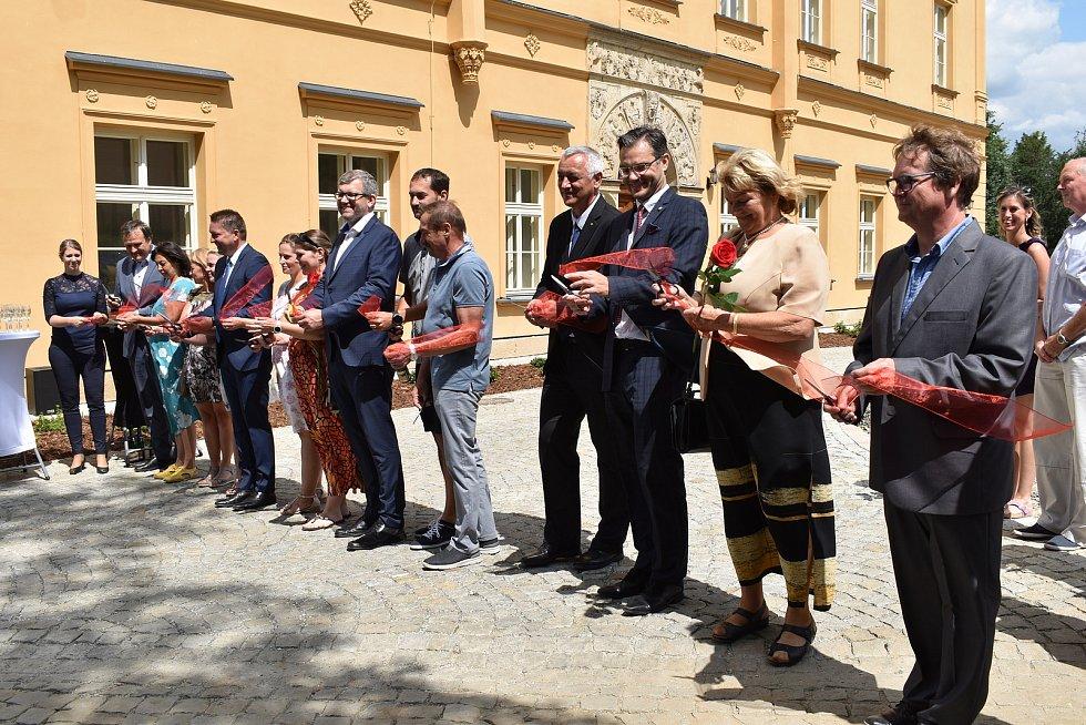 Slavnostní otevření rekonstruovaného zámku Třemešek u Dolních Studének.