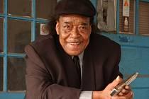 Na hráče zvučných jmen, kteří to umí pěkně rozpálit na foukací harmoniku, se zaměří listopadový festival Blues Alive. Pozvání do Šumperka přijal i James Cotton (na snímku).