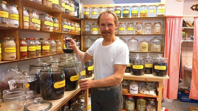Robert Kautz v Jeseníku provozuje bezobalový obchod.