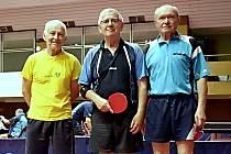 Miloš Matějíček (uprostřed) na turnaji v Bratislavě.
