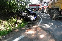 Nehoda traktoru a mazdy nedaleko Štítů