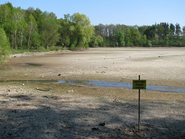 Současný stav rybníku v Polici