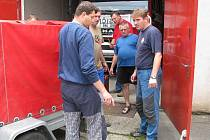 Na pomoc Jesenicku vyrazili i temeničtí hasiči