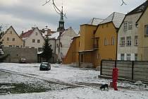 V této lokalitě Vidnavy má stát nový bytový dům.
