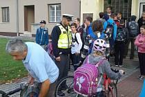 Policisté v průběhu sedmi pracovních dní na celém Přerovsku kontrolovali a dohlíželi na děti na 45 přechodech. Mezi nimi i na žáky u školy v Troubkách