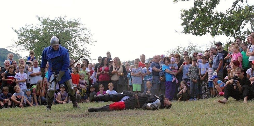 Středověké odpoledne na hradě Brníčko, 5. 7. 2019. Šermířský spolek Šumperk