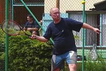 Prezident Draků Vladimír Velčovský na předloňském tenisovém turnaji hokejistů